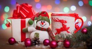 袋子看板卡圣诞节霜klaus ・圣诞老人天空 玩具雪人和逗人喜爱的礼物 免版税库存照片