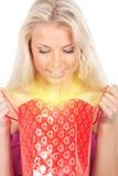 袋子礼品发光的妇女年轻人 图库摄影