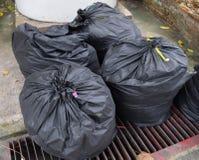 袋子黑色垃圾 库存照片
