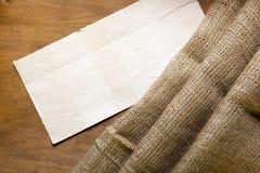 麻袋布和纸板标记 库存照片