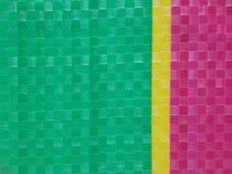 袋装颜色条纹背景表面,夏天颜色层数,颜色棋枰栅格,黄色的绿色桃红色和,在左sid的多数人绿色 免版税库存照片