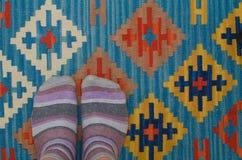 袜子和地毯 免版税库存图片