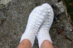 袜子在腿穿戴 免版税库存照片