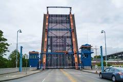 被上升的吊桥佛瑞蒙桥梁 免版税库存照片