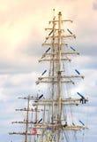 被上船桅的帆船 免版税库存图片