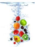 被丢弃的新鲜水果水 免版税库存图片