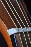 被串起的音响高详细资料吉他宏指令 图库摄影