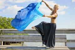 被举的舞蹈演员行程 库存照片