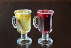 被仔细考虑的酒,柠檬,桂香 免版税库存图片