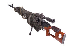 被伪装的狙击步枪 免版税库存图片