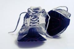 被佩带的运动鞋培训人 库存图片