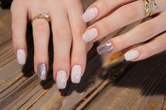 被修剪的钉子指甲油艺术设计 图库摄影