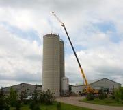 被修建在南安大略的一个农场的一个高筒仓 免版税库存图片