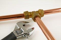 被修建的新的铜管道工程管组 库存图片