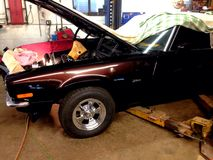 被修理的经典汽车 库存图片
