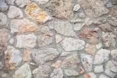 被修筑的自然石墙 免版税库存照片