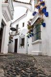 被修补的胡同在一个小地中海镇在欧洲 免版税库存照片