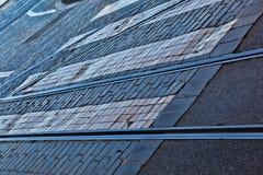 被修补的路面上的老铁路线 免版税库存照片