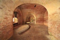 被修造的美国堡垒的砖墙和曲拱  免版税库存照片