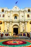 被借的游行地毯, La默塞德教会,安提瓜岛,危地马拉 免版税图库摄影