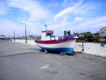 被停泊的减速火箭的渔船 图库摄影