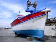 被停泊的减速火箭的渔船 免版税库存图片