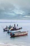 被停泊的单桅三角帆船渔船 免版税库存照片