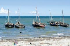 被停泊的单桅三角帆船巴加莫约岸 免版税库存图片