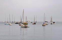 被停泊的小船和游艇 免版税库存图片