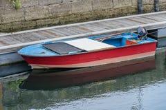 被停泊的木渔船 库存图片