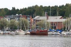 被停泊的汽艇和游艇 库存图片