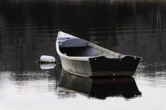 被停泊的老小船 库存照片