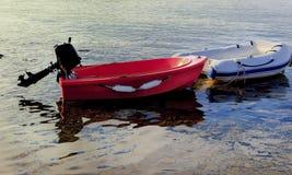 被停泊的航行充气救生艇 查出 免版税库存图片