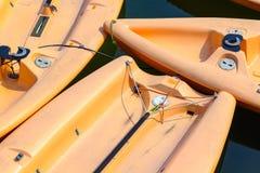 被停泊的航行的充气救生艇特写镜头  免版税图库摄影
