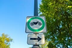 被允许的摩托车交通标志减速火箭的样式 免版税库存图片