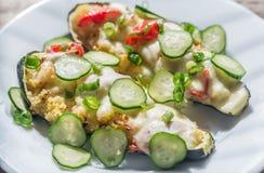 被充塞的夏南瓜用蒸丸子和无盐干酪 库存图片