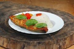 被充塞的夏南瓜,米,炖了胡椒和蕃茄,菜, 库存图片
