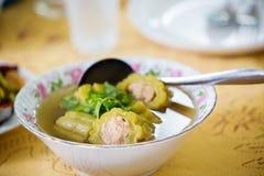 被充塞的苦涩瓜汤 医学食物 吃食物作为医学 中国汤 图库摄影