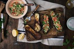 被充塞的茄子粥碾碎干小麦和菜 健康食物co 免版税库存照片