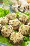 被充塞的被烘烤的蘑菇 库存图片