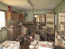 被充斥的厨房 库存图片