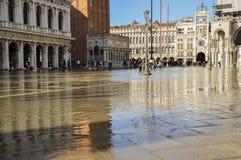 被充斥的圣马可广场的场面 免版税库存图片