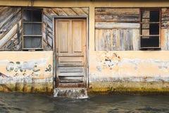 被充斥的房子在湖的Atitlan圣胡安 库存图片
