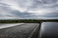 被充斥的溢洪道 免版税图库摄影