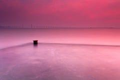 被充斥的码头和桥梁 库存图片