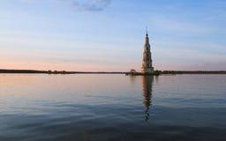被充斥的钟楼 免版税图库摄影