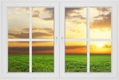 从被关上的窗口的美丽的景色 免版税库存图片
