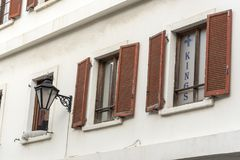 被关闭的窗口大街直布罗陀 免版税库存图片