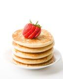 被冠上的薄煎饼草莓 免版税库存图片