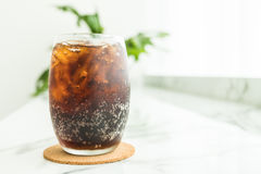 被冰的可乐玻璃 免版税库存图片